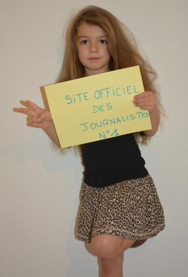 v signe du signe officiel des journalistes for victory