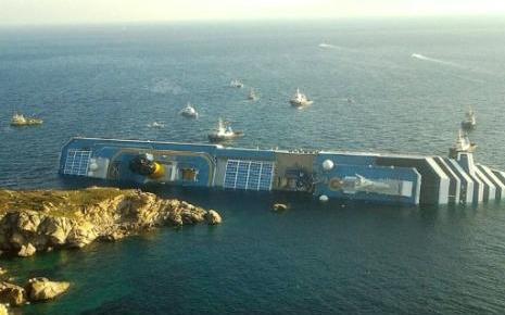 Le paquebot de croisière Costa Concordia s'échoue au large de la ...