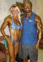 femme homme fort musclé plus monde couple bizarre .jpg