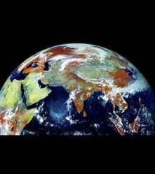 la-terre-vue-a-travers-un-appareil-121megapixels-91-w250.jpg
