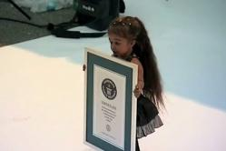 new-worlds-shortest-woman-jyoti-amge-la-femme-la-plus-petite-du-monde-en-2012.jpg