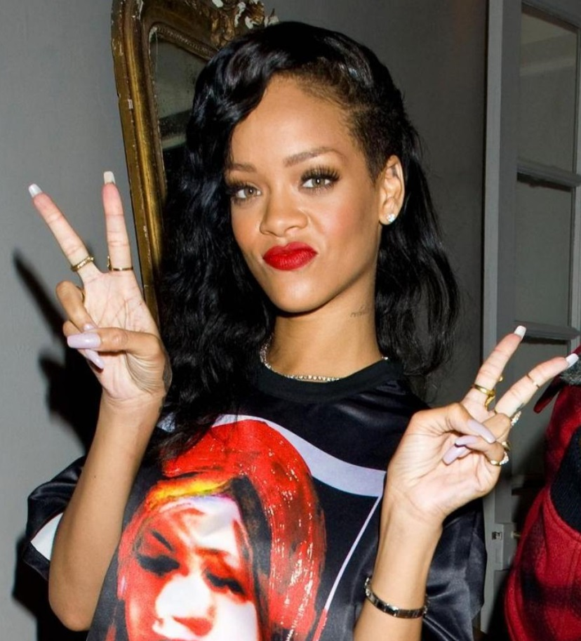 V victoire site officiel des journalistes rihanna logo phenome photo