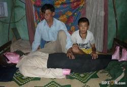 vietnam-dormir-femme-morte-platre-insolite-rire-humour-bizare.jpg